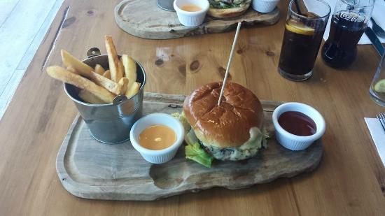 The Tullie Inn: Gourmet Cheese Burger.