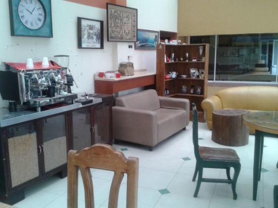 The Coffee Academy: Nueva imagen en la Universidad de los Hemiferios. Quito, Ecuador.