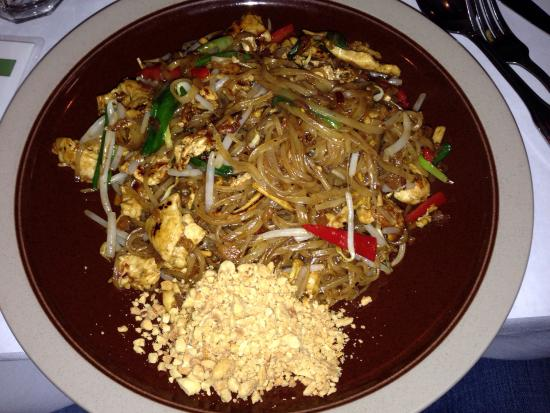 Spice Thai Cuisine: Chicken pad Thai