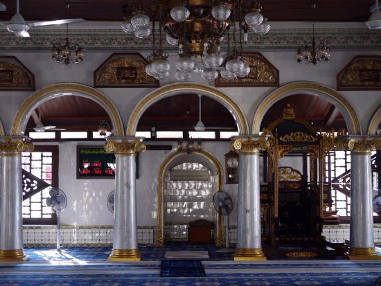 Kampung Kling Mosque: Interior of prayer hall