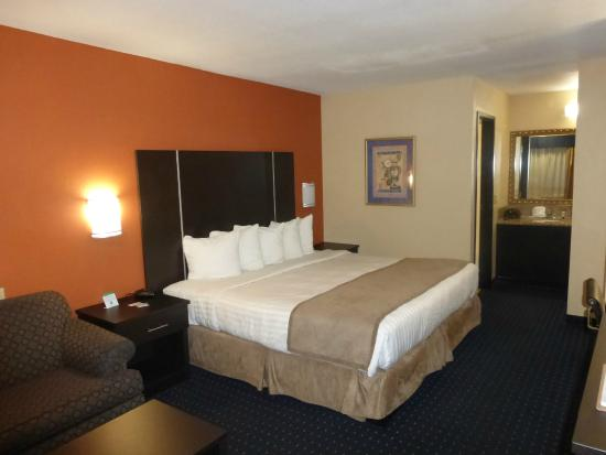 Best Western Plus Desert Villa Inn: Our room was on the right hand side of parking lot as you come in.