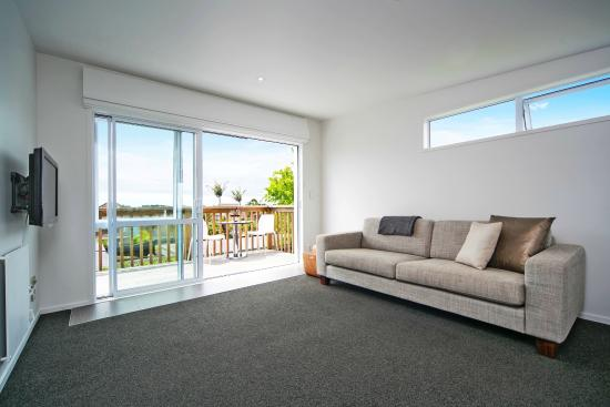 Kohi Beach Bed & Breakfast: Seaview Apartment: Lounge