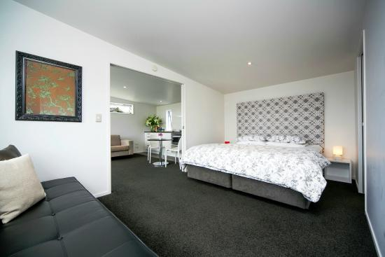Kohimarama, New Zealand: Seaview Apartment Super King Bed