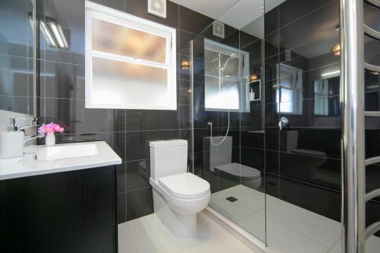 Kohimarama, Nya Zeeland: Kohi Suite Bathroom