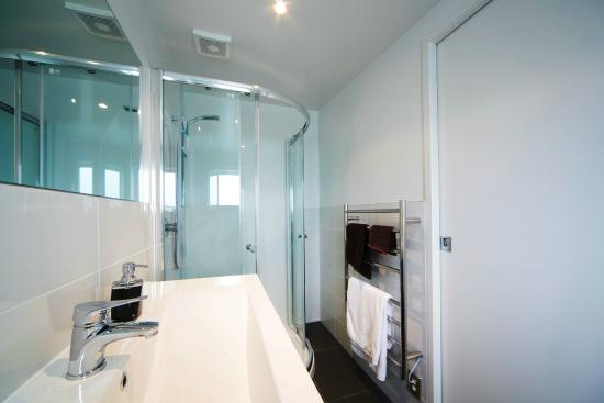 Kohimarama, Yeni Zelanda: Seaview Apartment Bathroom