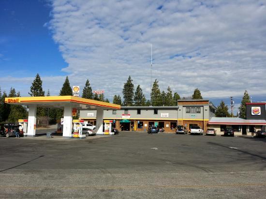 Alta, CA: Clean and tidy.  Plenty of car and big truck parking.