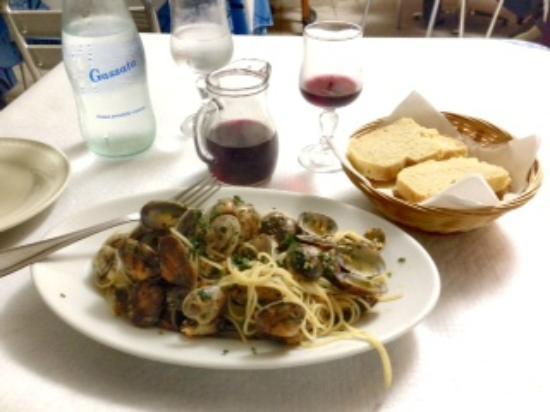 La Lanterna: pasta with clams