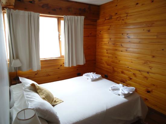 Pequena Comarca : Habitacion, con tv y cama sommier