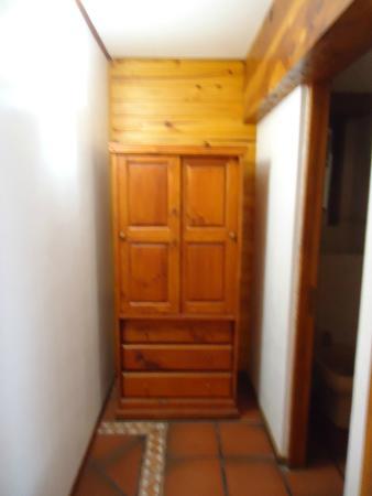 Pequena Comarca : Acceso al baño, pasillo previo, la entrada es a la derecha