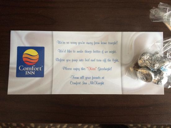 Comfort Inn : Hershey's kisses in our room - nice personal touch! Love seeing this type of thing at a hotel, s