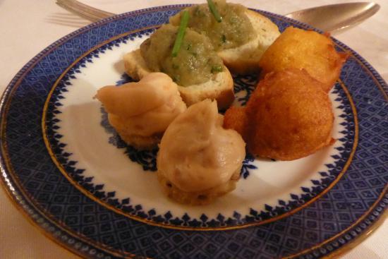 Corse Lawn House Hotel : aster: Pumpkin fritter. Salmon mouse , Aubergine 'cavia'r