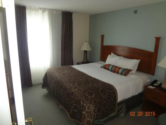Staybridge Suites Fargo: bedroom