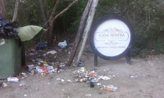 Casa Nostra Restaurant : please clean this mess, i cant imagine how the kitchen looks like!