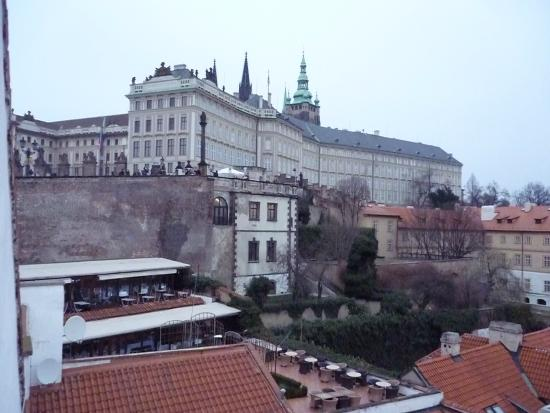 Arpacay Backpackers Hostel Prague: view of a piece of the castle from the larger window