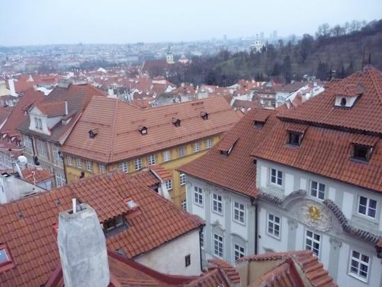 Arpacay Backpackers Hostel Prague: view of the city from the larger window