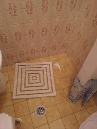 piatto doccia - Picture of Hotel Lieto Soggiorno, Assisi - TripAdvisor