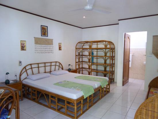 Marcosas Cottages Resort: Hideaway Superior Bedroom