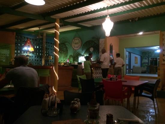 Pasa Bon Pizza: Salón