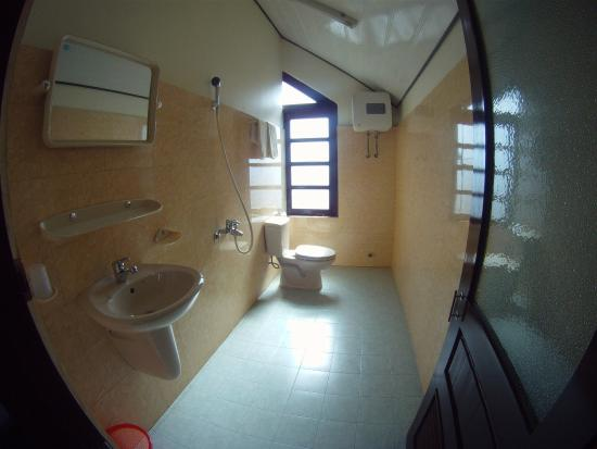 Villa Pink House: Spacious and clean bathroom Room 305