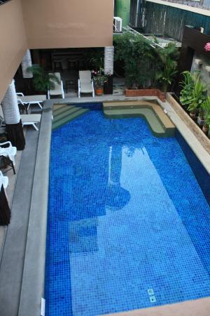 Hua Hin Whitesand : piscine vue de la terrasse