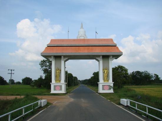 Ampara, Sri Lanka: Deegavapi Gateway