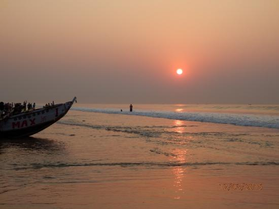 Puri Beach: Sunrise on Puri sea beach