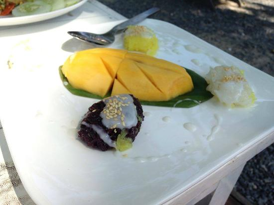 THINK & Retro Cafe Lipa Noi: sticky rice mango