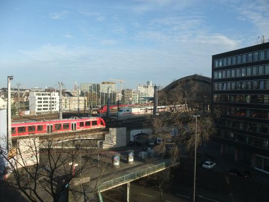 Hotel Cristall: View overlooking Cologne Station from our room
