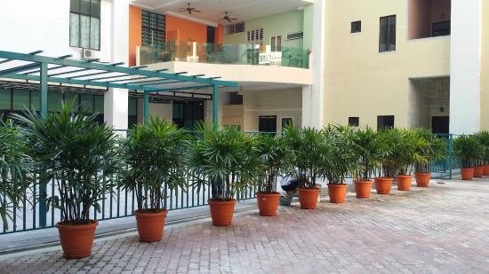 Baguss Hotel U0026 Serviced Apartment: Hotel Exterior