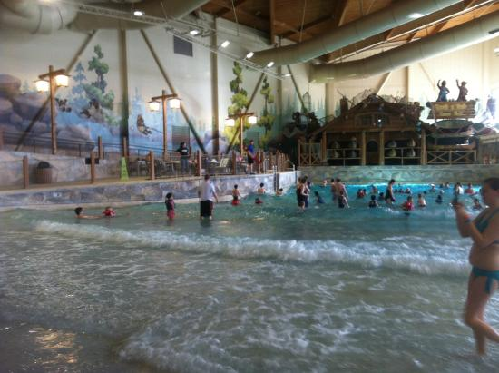 Great Wolf Lodge: waterpark - wave pool