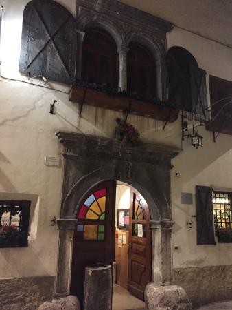 Malborghetto-Valbruna, Italy: Portone d'ingresso.