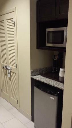 Holiday Inn Hotel & Suites San Antonio Northwest: fridge and microwave
