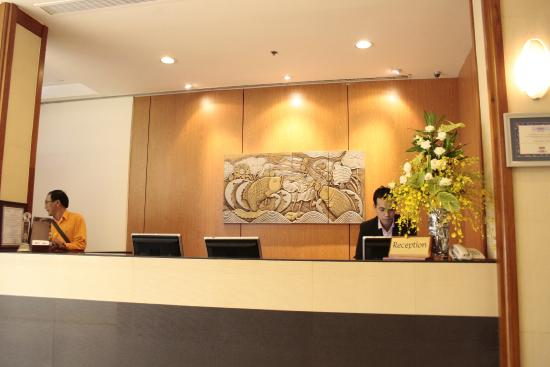 Catina Hotel: ホテル受付