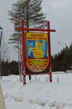 Деревня Санта Клауса: panneau signalant Napapipiri