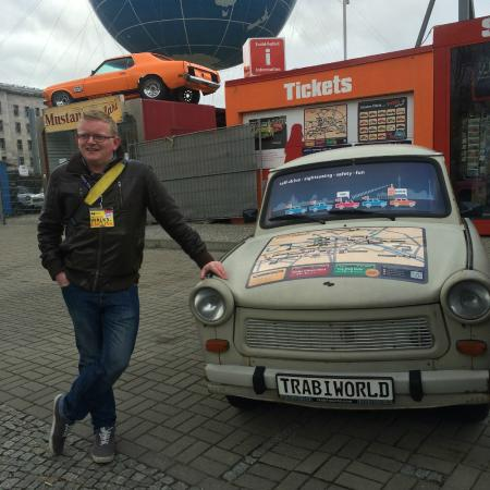 Insider Tour Berlin: Barry with a trabant