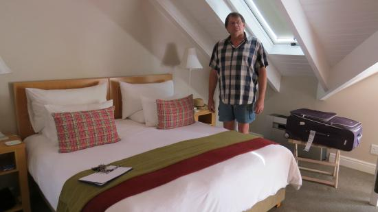 "Aan Dorpstraat Guest House: Johan 1,96 m (6'5"") tall, next between bed and beam"