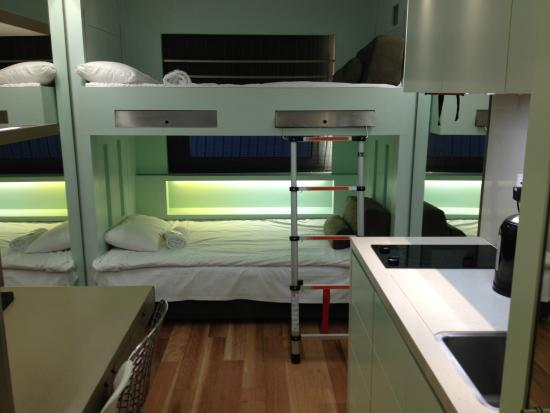 Stay Club @ Willesden: Very modern and clean room!
