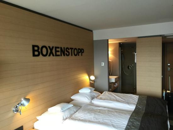 Lindner Congress & Motorsport Hotel Nuerburgring: Zimmer-Badezimmer