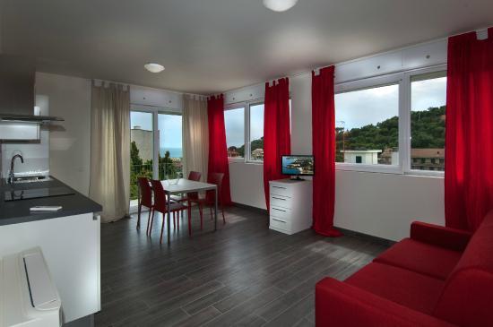 Celle Ligure, Italië: Residence Felice, appartamenti nuovi, vista mare, piscina