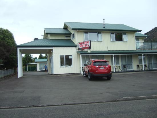 Mataki Motel: Front of the Mataki