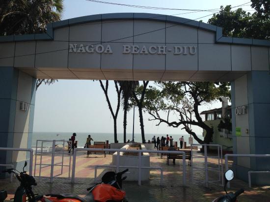 Radhika Beach Resort: Outside the hotel