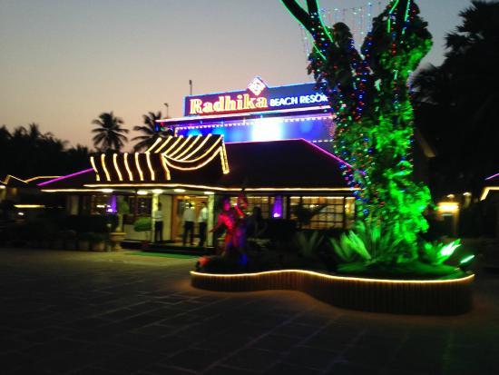 Radhika Beach Resort: Nightime view of hotel