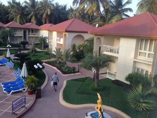 Radhika Beach Resort: Pool area