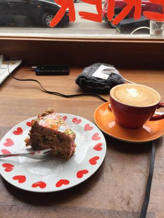 Cafe Laekkerier: Delicious cheese cake and coffee