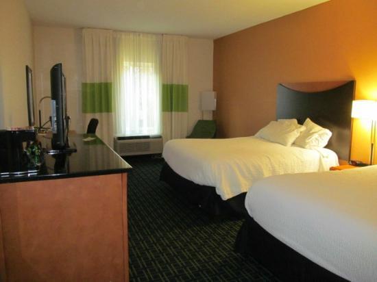 Fairfield Inn & Suites Clarksville: Room