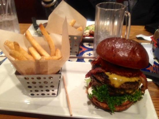 Chili's Grill & Bar: Chili's Victor, NY - American Craft Burger