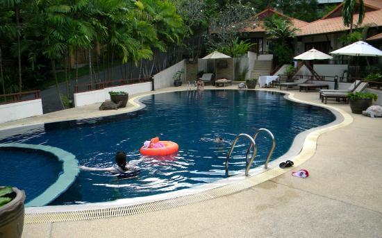 Rising Sun Residence: Pool for small villas