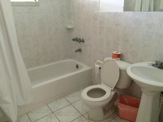 The Gardenia Resort: Bathroom