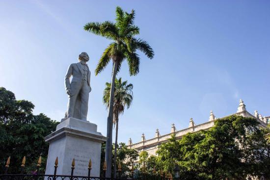 Havana Adventures: Plaza De Armas in Old Havana. The meeting point of the Old Havana tour.