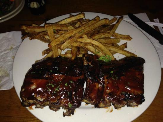 Delaware Distilling Company: Half a rack of Ribs and French Fries
